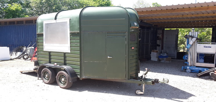 resized_horsebox